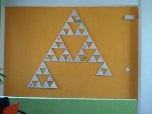 Nuestro Mural de Sierpinski casi acabado