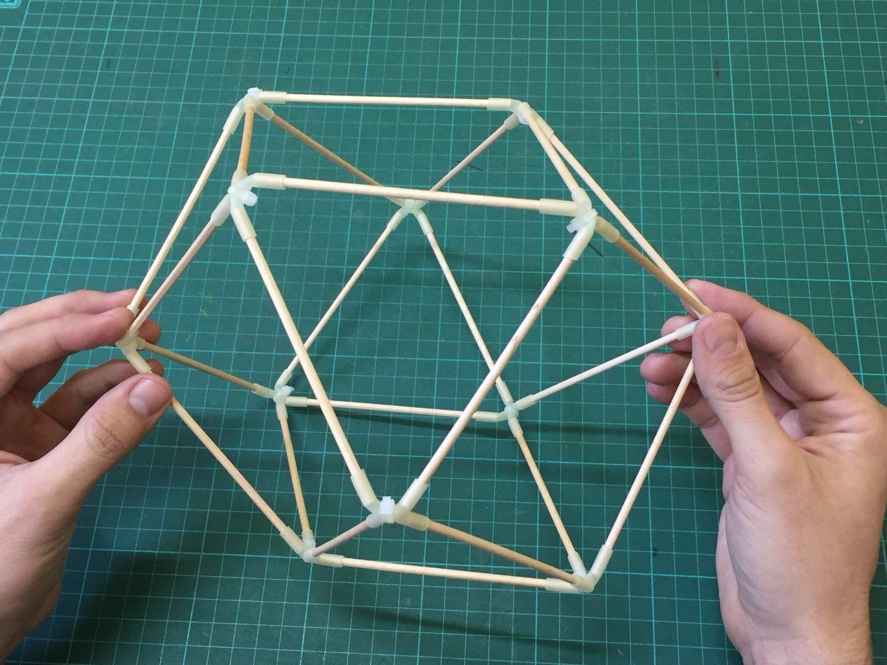 Cuboctaedro mutante fosforescente
