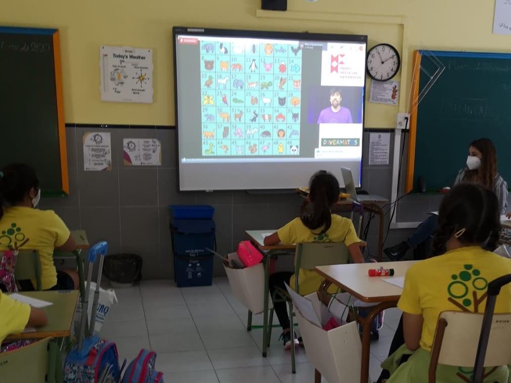 actividad online en un aula de primaria